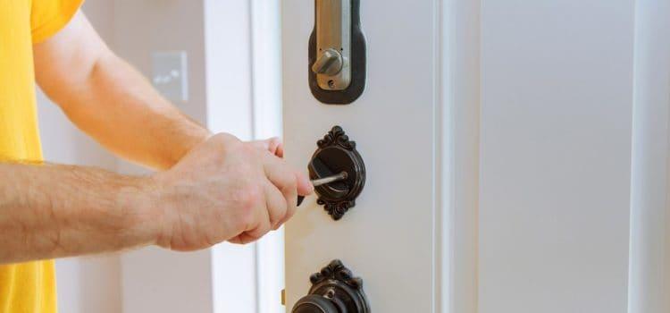 Wymiana zamków wdrzwiach – kiedy warto się nanią zdecydować?