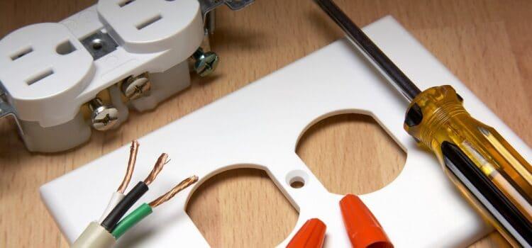 Zasady bezpieczeństwa przy zakładaniu gniazdek elektrycznych